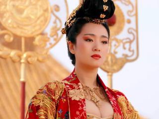 обои Китаянка в  традиционном одеянии фото