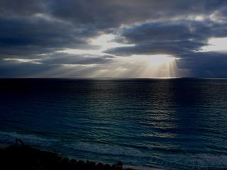 обои для рабочего стола: Начало шторма на море