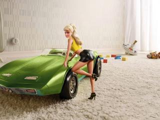 обои Барби у зеленого автомобиля фото