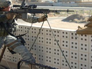 обои Американский солдат с винтовкой фото