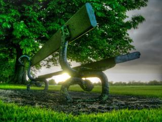 обои Лавочка и зеленая трава фото