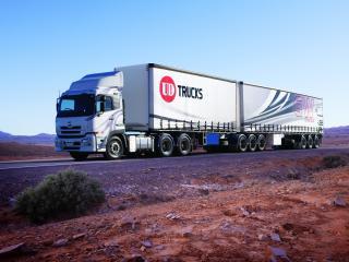 обои UD Trucks Quon GW Tractor на дороге фото