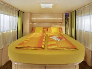 обои Sunlight T69 кровать фото