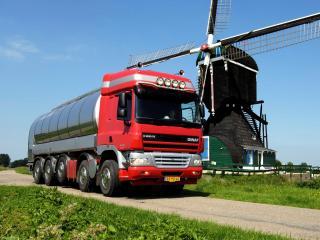 обои GINAF X5250 TS Tanker красный фото
