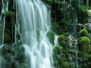 обои Водопад высотой в 15 метров фото