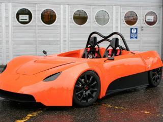 обои Luso Motors LM23  у ворот фото