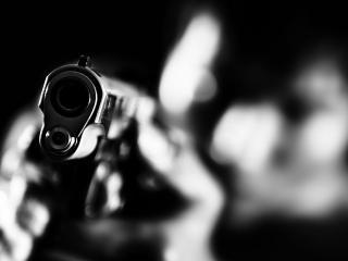 обои Человек с пистолетом фото