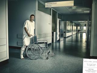 обои Инвалид с коляской фото