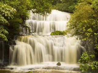 обои Ступенчатый зеленоватый водопад фото