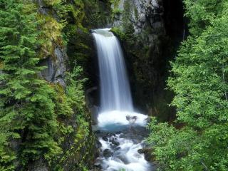 обои Водопад в узком ущелье фото