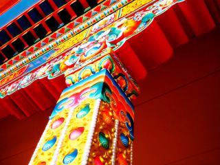 обои Красивая колонна тибетского храма фото