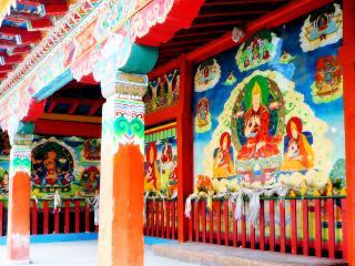обои Внутренне убранство тибетского храма фото