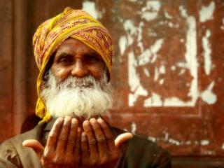 обои Старик-индуист с белой бородой фото