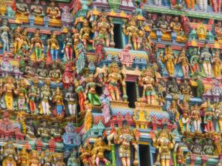 обои Тысячи индийских статуй богов фото