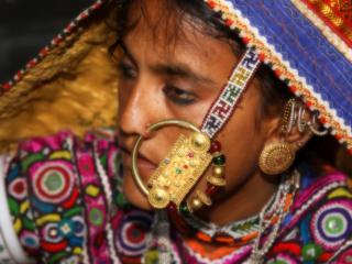 обои Пожилая индиянка в сари фото