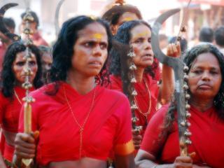 обои Индиянки-демонницы с оружием фото