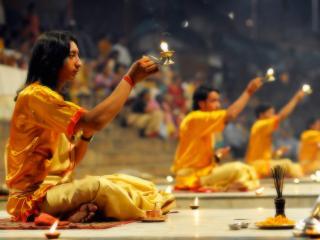 обои Древний ритуал со свечами фото