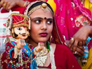 обои Сердитая индиянка и марионетка фото