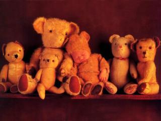 обои Ребёнок-медвежонок и его игрушки фото