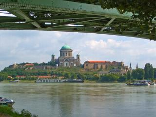 обои Собор на реке фото