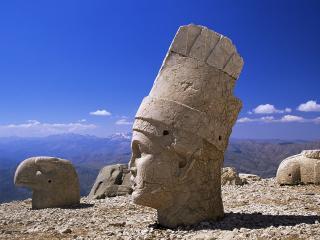 обои для рабочего стола: Огромные статуи в горах