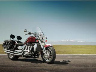 обои Одиноко стоящий мотоцикл Triumph фото