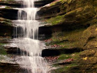 обои Ступенчатый водопад по камням фото