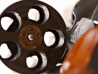 обои Раскрытый револьвер фото