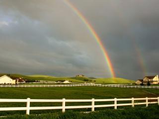 обои Двойная радуга на ранчо фото