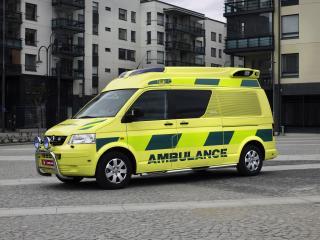 обои Tamlans Volkswagen T5 Ambulance сбоку фото