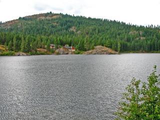 обои Домик у озера фото