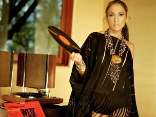 обои Jennifer Lopez с винилом в руках фото