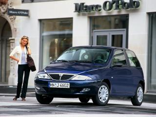 обои Lancia Y 1996 у магазина фото