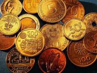 обои Золотые монеты разного достоинства фото