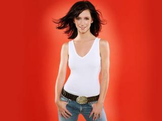обои Дженнифер Лав Хьюит в джинсах и белой майке фото