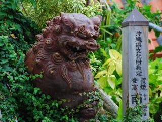 обои Китайский дракон и башня с иероглифами фото