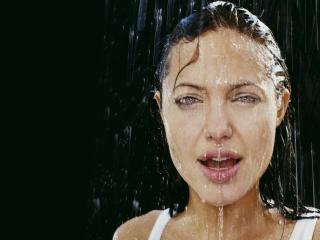 обои Анджелина Джоли вода на лице фото