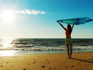 обои Девушка и океан - свобода фото