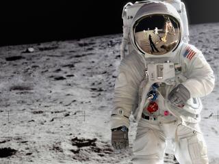 обои Астронафт на Луне фото