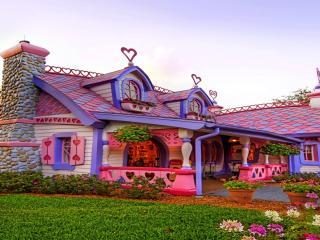 обои Необычный домик сказочный фото