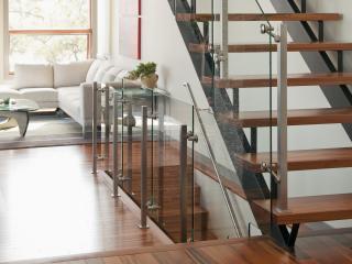 обои Красивый дизайн помещения,   лестница на второй этаж фото