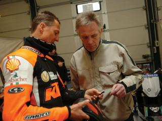 обои 2008 Schuberth - Schumacher Doing Motorcycle Helmet Testing сила фото
