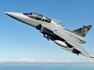 обои Истребитель вылетел на задание в голубое небо фото