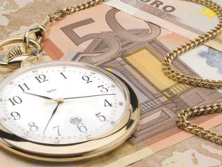 обои Карманные часы на деньгах время-деньги фото