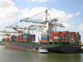 обои Портовая загрузка транспортной баржи фото