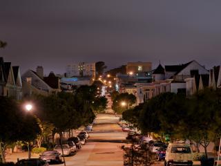 обои Пустынная улица небольшого городка фото
