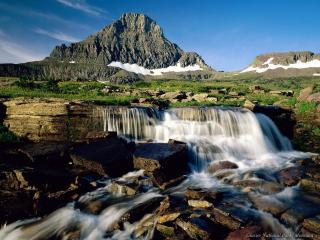 обои Небольшой водопад в горной долине фото
