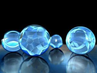 обои Голубые сферы на отражающей поверхности фото