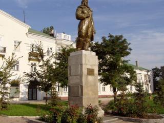 обои Памятник девушки летчику фото