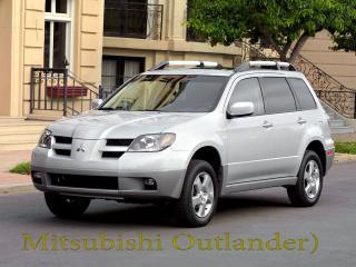 обои Mitsubishi Outlander на фоне Европейского дома фото